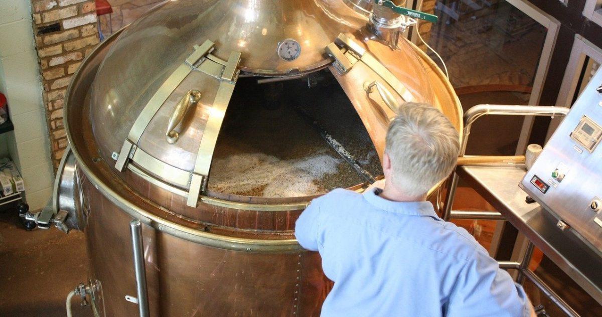 A kézműves sör készítés nem egyszerűen azt jelenti, hogy kevés mennyiséget gyártanak belőle. Ennél sokkal komplexebb a jelentése.